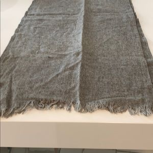Men's gray scarf